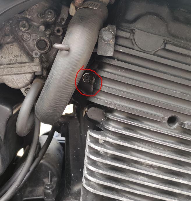VIS pipe admission cylindre de droite cb500